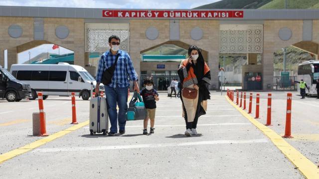 Kapıköy Gümrük Kapısından geçişler başladı