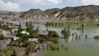 Karakurt Barajı gölünde boşaltılan evler sular altında kaldı