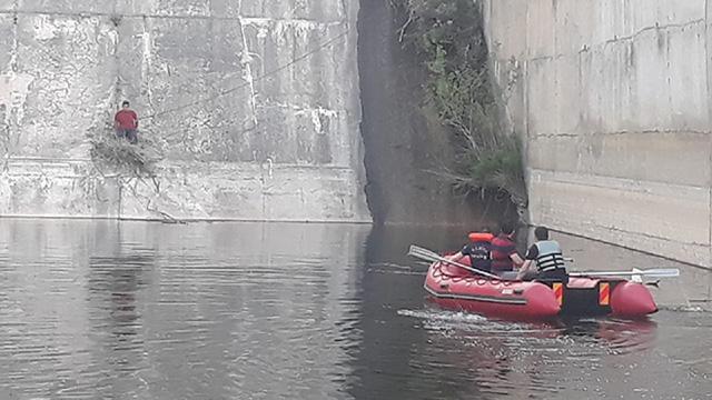 Manisada baraj duvarında mahsur kalan çocuk kurtarıldı