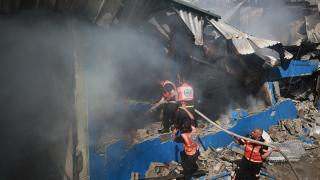 İsrail savaş uçakları Gazze'de bir fabrikayı vurdu
