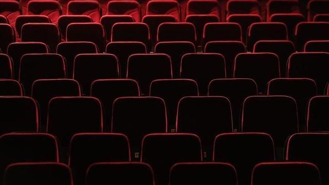 İngilterede 132 gün sonra sinema, tiyatro ve müzeler açıldı