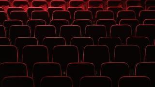 İngiltere'de 132 gün sonra sinema, tiyatro ve müzeler açıldı