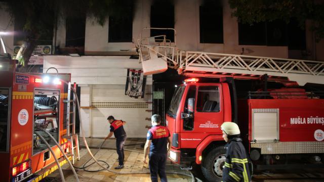 Bodrumda dernek binasında çıkan yangın söndürüldü