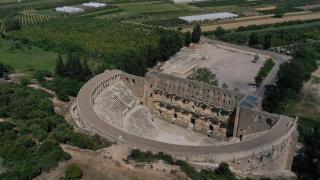 Aspendos ziyaretçilerini tarihi yolculuğa çıkarıyor