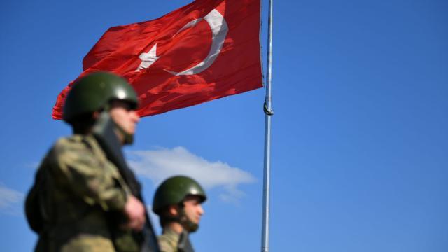 Terör örgütü PKK/YPGden kaçan 2 çocuk teslim oldu
