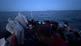 Yunanistan'ın sınır dışı ettiği 50 düzensiz göçmen kurtarıldı