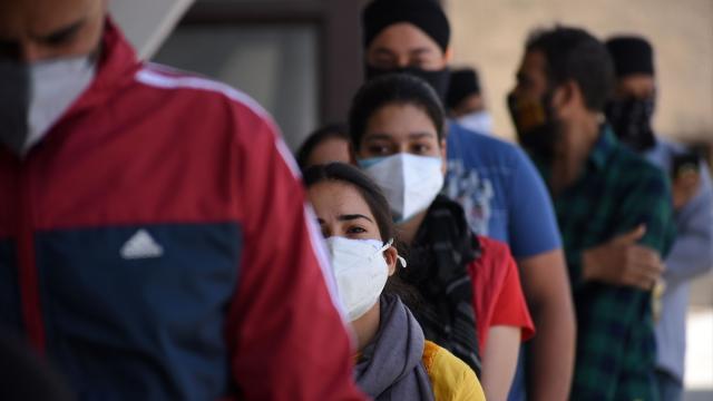 Hindistanda günlük vaka sayısı azalmaya devam ediyor