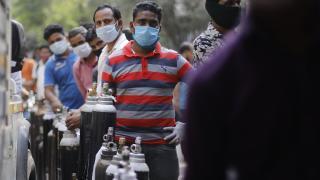 Hindistan'da günlük vaka sayısı düşmeye devam ediyor