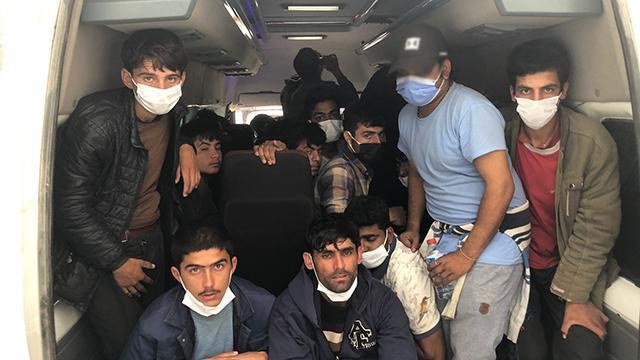 Yasa dışı yollarla ülkeye giren 36 düzensiz göçmek yakalandı
