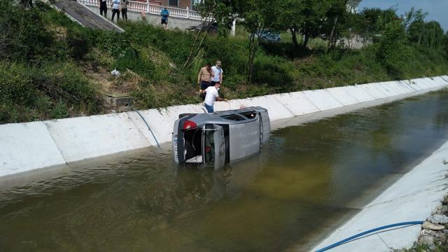 Düzcede otomobil dereye devrildi: 1 yaralı