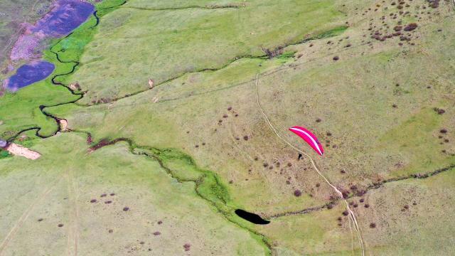 Bakanlık tarafından başlatılan kursla gençler, yamaç paraşütü pilotu oldu