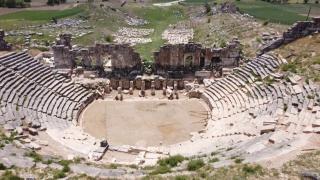 Aizanoi Antik Kenti'nde Agora kapısı ve zemini bulundu