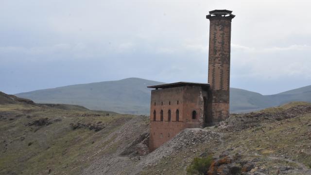 Karstaki Ebul Menuçehr Camiinde yıllar sonra ezan sesi yeniden yükselecek