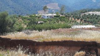 Mersin'de toprak kayması 2 evde hasara yol açtı