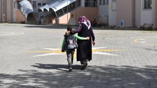 Doğu Anadolu'daki ilkokul öğrencileri okullarına yeniden kavuşmanın sevincini yaşadı