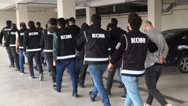 İstanbulda zimmetlerine para geçirdikleri iddiasıyla 6 kişi yakalandı