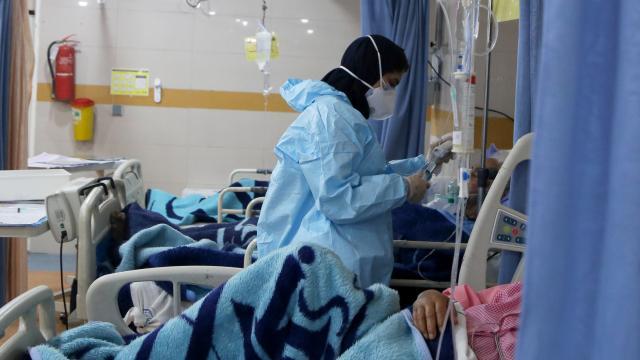 İranda son 24 saatte 216 kişi can kaybı