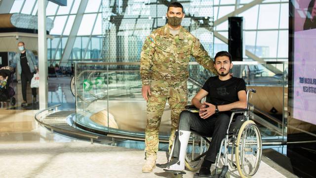 Karabağ Savaşında gazi olan 6 Azerbaycanlı asker Türkiyede tedavi edilecek