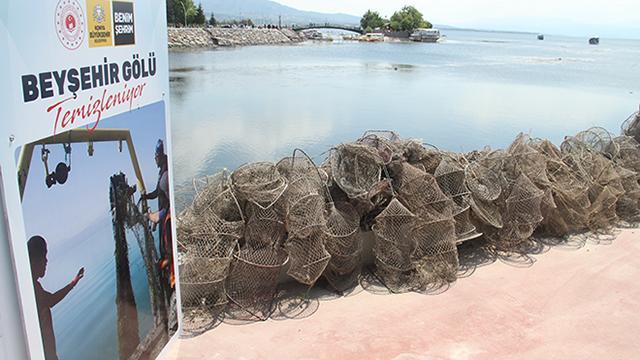 Beyşehir Gölünü temizleme çalışmaları sürüyor