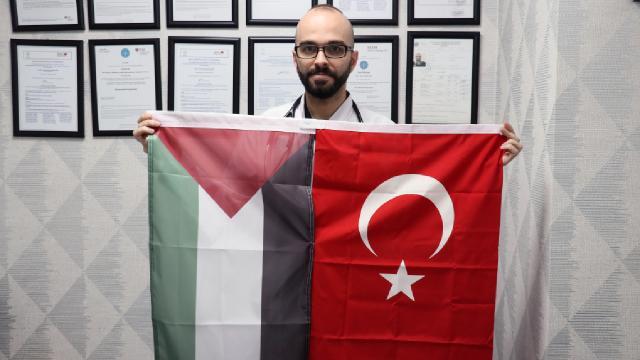 Türkiye bursuyla doktor olan Filistinli genç şifa dağıtıyor