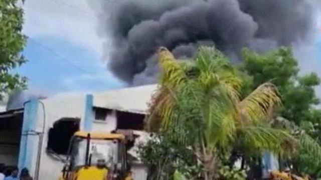 Hindistanda fabrika yangını: En az 15 ölü