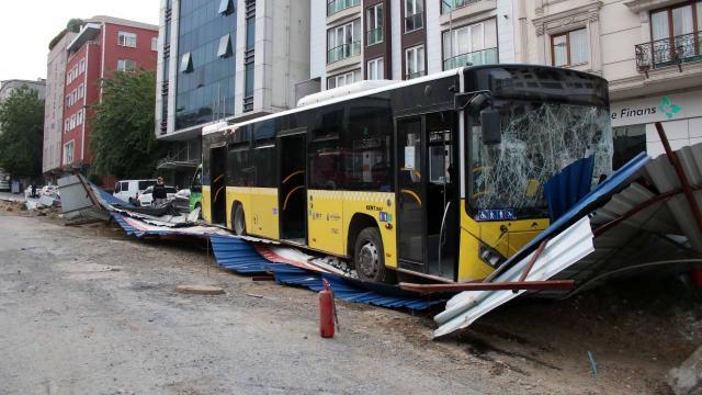 İstanbulda İETT otobüsü kaza yaptı