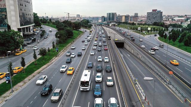 İstanbulda kısıtlama sonrası trafik yoğunluğu başladı
