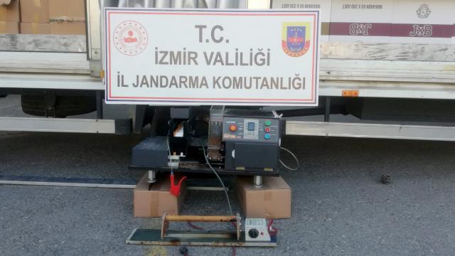 İzmirde 1 milyon 776 bin makaron ele geçirildi