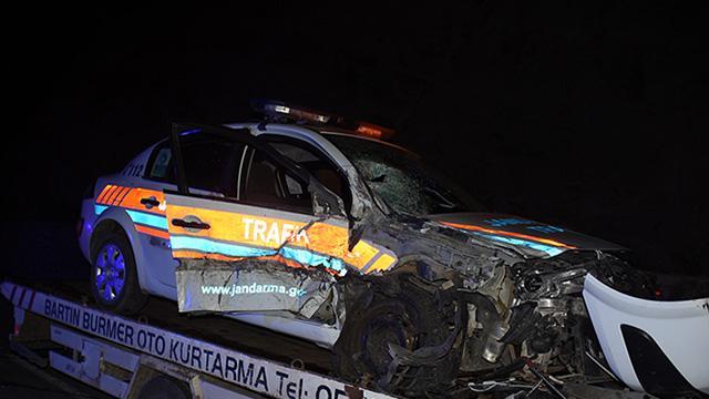 Jandarma aracı ile cip çarpıştı: 2si uzman çavuş 4 yaralı