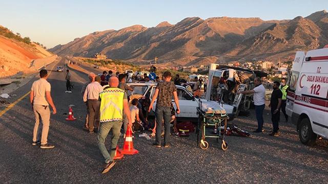 Siirtte kamyonet ile otomobil çarpıştı: 2 ölü, 7 yaralı