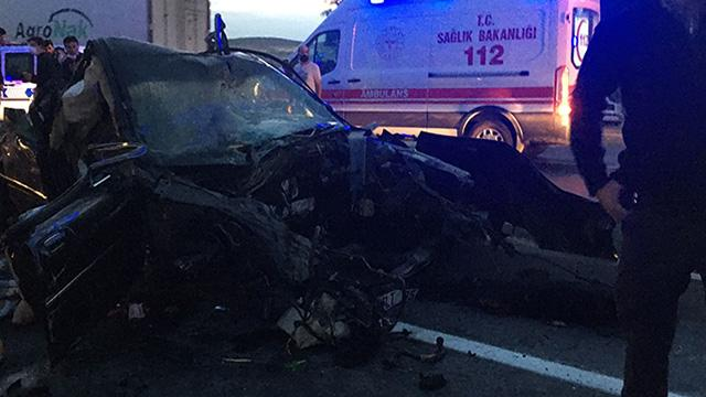Konyada otomobil ile kamyon çarpıştı: 2 ölü