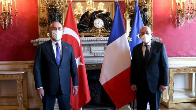 Bakan Çavuşoğlu Fransız mevkidaşı ile bir araya geldi