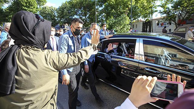 Cumhurbaşkanı Erdoğan, Çengelköyde vatandaşlarla sohbet etti