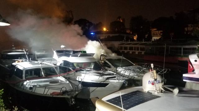 Beykozda tekne yangını