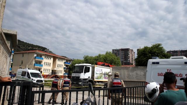 Tokatta çöp kamyonu yayalara çarptı: 1 ölü, 1 yaralı