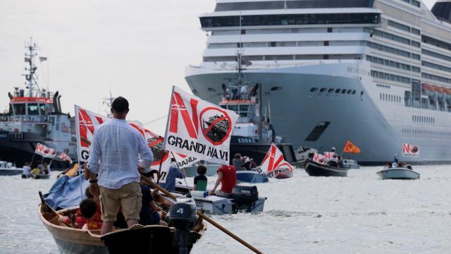 Kruvaziyerlerin Venedike dönüşü protestolarla karşılandı
