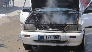 Osmaniye'de bir otomobil seyir halinde alev aldı