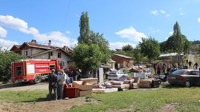 Kastamonuda iki ayrı yangında iki evde maddi hasar oluştu