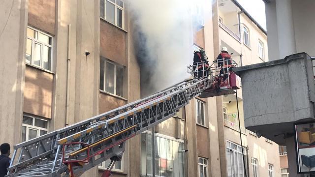 Elazığda bir apartman dairesinde yangın çıktı