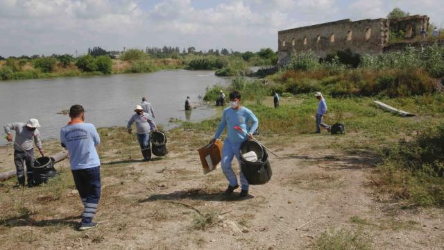 Adanada sahil şeridi ve tarihi alanlardaki atıklar temizlendi