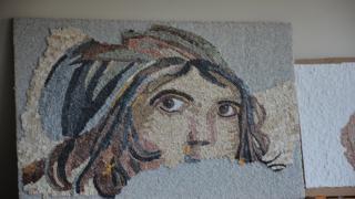 Atık mermerlerden mozaik tablo yapıyorlar