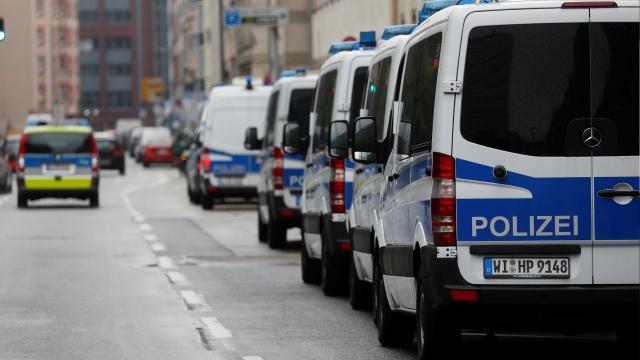 Almanyada aşırı sağcı polis soruşturmasında şüpheli sayısı artıyor