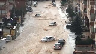 Ankara'da kısa süreli sağanak sele dönüştü