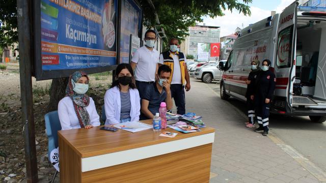 Iğdırda mobil aşı noktalarında vatandaşlara Kovid-19 aşısı uygulanıyor