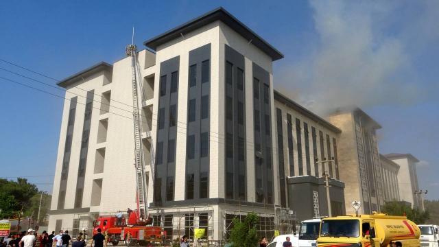Çanakkalede yeni emniyet binasının inşaatında yangın