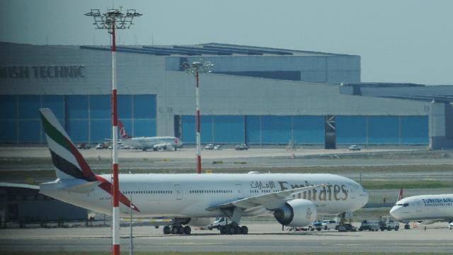 Emirates uçağı İstanbula acil iniş yaptı