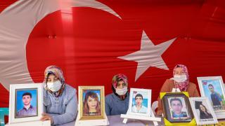 """Diyarbakır annelerinden evlatlarına """"teslim ol"""" çağrısı"""