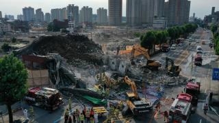 Güney Kore'de bina otobüsün üzerine devrildi: 9 ölü, 8 yaralı