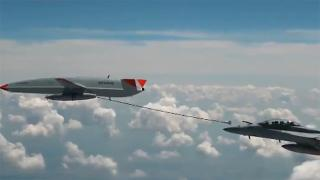 Tarihte bir ilk: İHA, havada bir uçağa yakıt ikmali yaptı