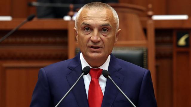 Arnavutlukta Cumhurbaşkanı Metanın görevden alınması talebi onaylandı